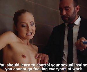 LOS CONSOLADORES - La pornostar rubia de tetitas Sicilia en una escena de porno español