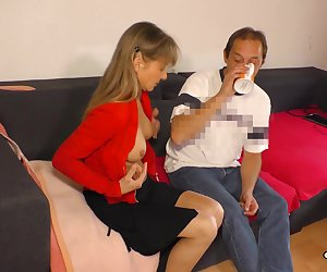 HAUSFRAU FICKEN - Amateur German mature housewife eats cum in hardcore sex session