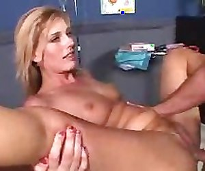 MILF squirting