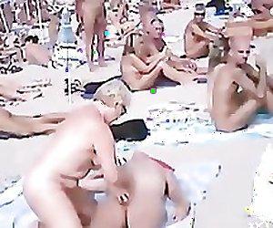 Amateur public beach sexcum compil