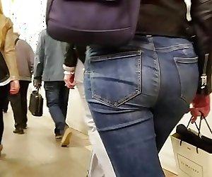 Follow the sexy ass
