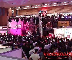 Valentina Bianco y Julia Roca con las camisetas Viciosillos