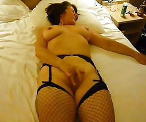 UK WIFE pleasures herself